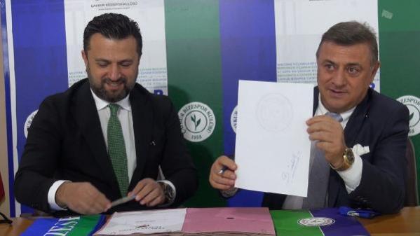 Bülent Uygun, Çaykur Rizespor'da boş mukaveleyi imzaladı